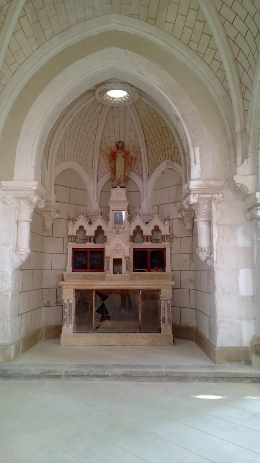 La chapelle gauche dans laquelle étaient autrefois conservées les reliques de saint Benoît Labre